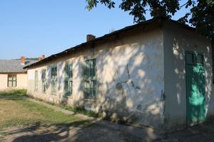 Insamlingar i Bjursås och andra delar av Dalarna har också gått till att rusta fallfärdiga skolbyggnader.