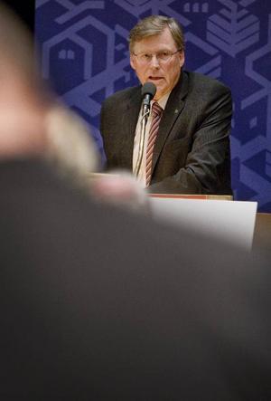 Ålderspresident Nisse Svensson (C) öppnade det första fullmäktigemötet för den nya mandatperioden.