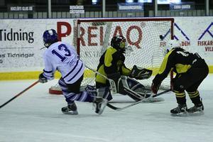 Mål. Sebastian Brändholm gör ett av de mål som förde Äldvalen till seger i Sportlovscupen i Borlänge.