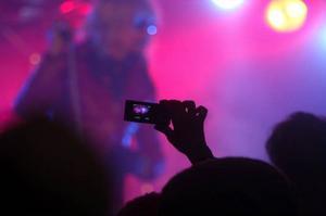 Pudlarna gav verkligen järnet under sin konsert som lockade dryga 300 personer till tältet.