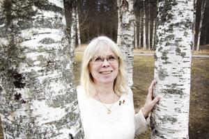 Margareta Elensky har alltid rest mycket och jobbat utomlands. Födelsedagen firar hon med ljumma vindar och kluckande vatten.