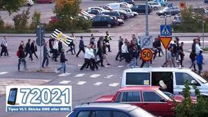 Många Hammarby-fans är på väg mot Swedbank Park för matchen mot VSK.