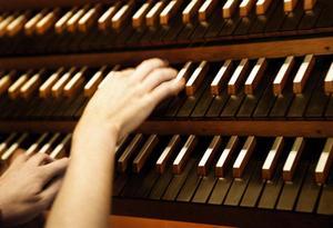 Orgeln i Västerås domkyrka bör ljuda, tycker debattörerna.