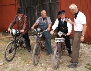 Intervju av Gunnar Floden för tidn. Classic Motor, Extraheatet, fr.v. 3an Kjell K, 1an Göran G. och 2an Jan-Erik P. Bild: Arne Johansson.