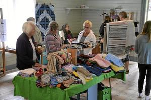 Blandat Hantverk. I Öskebohyttans missionshus och gamla skolsal säljs hantverk fram till den 27 juli.