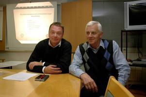 ÖVERENS. Magnus Jonsson, s, och Thorsten Åstrand, c, är ordförande och vice ordförande i kommunstyrelsen som i går enhälligt lade fram förslaget om en höjd kommunalskatt i Ockelbo.