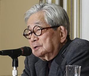Den japanske författaren Kenzaburo Oe är en av de nominerade till årets Man Booker International Prize. Arkivbild.