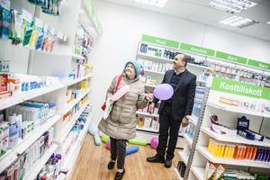 Maria Rakoczy slipper nu åka långt för att hämta sina mediciner. Ali Samir är ekonom.