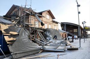 Stora taksjok flög i luften, över järnvägen och rammade slutligen in i nyrenoverade Bahnhof Café.
