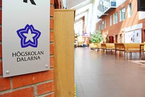 Högskolan Dalarna vill utreda frågan om att flytta hela campusverksamheten till Falun. Ett förslag som kommunalrådet i Falun, Jonny Gahnshag (S), menar utsätter Falun-Borlängesamarbetet för svåra prov.