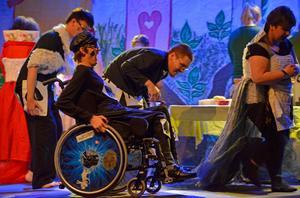 Trondheimgruppen Intergettos pjäs utspelar sig i ett rike styrt av spelkort där kungaätten Spader står för det onda.
