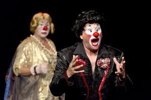 Ann Sofie Anderssons och Joakim Bergs clownjag sjunger opera på sitt särskilda vis.