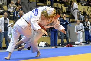 Vinnare. Lina Marténe, till vänster, var mycket nöjd med den här matchen mot Uppsalatjejen Elin Nyman. Lina vann alla sina matcher under junior-SM och tog därmed hem guldet.
