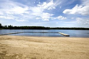 Badvattnet vid Hålldammen i Järbo är för tillfället otjänligt och bad sker på egen risk.
