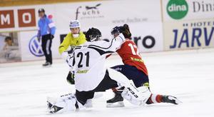 Anders Svensson gjorde en stabil comeback, men fick ge sig när Vadim Arkhipkin föste in reduceringen till 3–1.