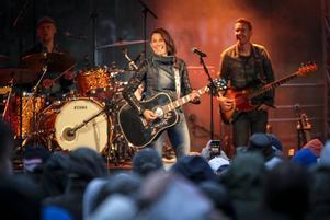 En svängig konsert där Jill Johnson och hennes band verkligen levererade.