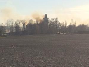 Branden syns från E18.Läsarbild: Filiph Carlén