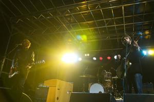 Indierockbandet Peter Bjorn And John tog publiken med storm när de spelade på Broöppning i Härnösand 2010.