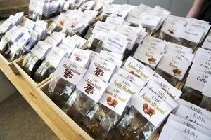 Månag olika sorters choklad att välja emellan.