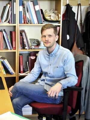 Robin Olovsson är historielärare på Borgarskolan, och driver den populära