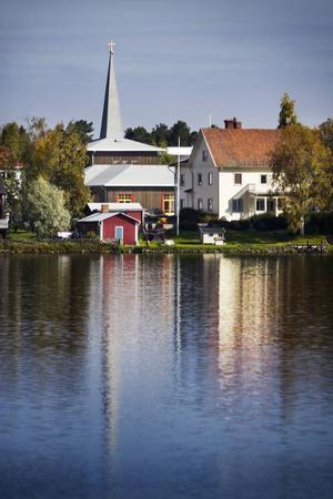 Eller kanske till det här: Vackra vyer över Krokoms kommun med närhet till vatten ett landskap som är bjuder på så väl grannar men också egentid.