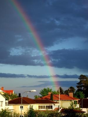 Söndag kväll mörk himmel och regn. Men denna vackra regnbåge lyste upp i mörkret!