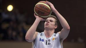 Olle Mellström väljer att lägga av med basketen för att satsa på sin civila karriär.