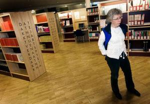 Som bibliotekarie på Mittuniversitetet i Östersund ser Bodil Jacobsson en risk med sajter som Student bay. Hon anser att den här typen av fildelning riskerar att utarma kvaliten på kurslitteraturen. Foto: Håkan Luthman