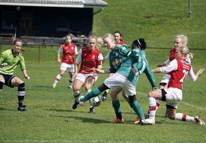 Krokom besegrade serieledarna Tierp med hela 3–0 i lördagens match på Hissmovallen.