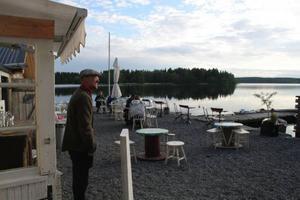 Magisk sommarkväll på Saltkråkanidylliska krogen Knapp Karlsson.