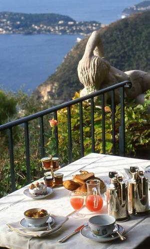Frukost med utsikt i Èze.