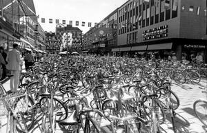 Blombergs. Ursprungligen ett företag från Eskilstuna,öppnade i Västerås 1956 och slog igen 2003. Det här fotot togs 1984.