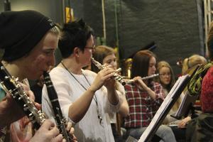 En orkester med elever och lärare har bildats specifikt för Kulturskolans vårproduktion.