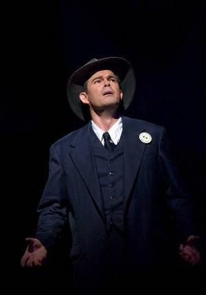 Gerald Finley gör rollen som som J. Robert Oppenheimer  i