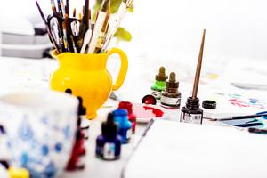 Penslar och färg sätter inga gränser i det kreativa skapandet.