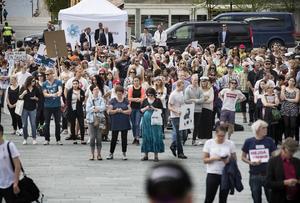 När Jimmie Åkesson och Sverigedemokraterna (SD) besökte Östersund i veckan möttes han av många bortvända ryggar i publiken.
