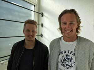 Rickard Eriksson och Oskar Westman i ett av de nybyggda förrådsrummen.