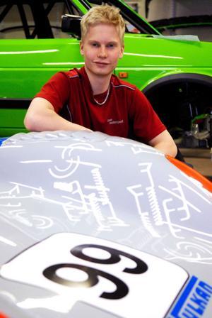 Daniel Röjsel, SMK Dala Falun, får på söndag chansen att visa upp sig i en TTA-bil i Karlskoga.