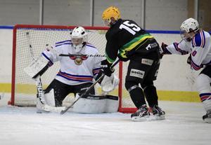 Lindefallets Johan Eriksson höll sig framme och tryckte in 2–0-målet.