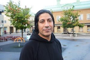Mustafa Chehade trivs i Bollnäs centrum, där han har sitt skomakeri. Nu hoppas han att bygget av det nya torget ska ge stan lite av sin tidigare själ tillbaka.