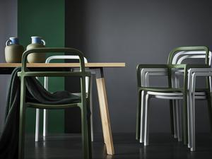 De nya stolarna är staplingsbara.