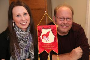 Susanne Ersson och Ronnie Bäcklin finns på plats efter att Arbetarteaterförbundet flyttat från Stockholm till Norrsundet.