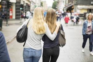 Projektet Ung i Gävleborg hjälper unga i åldern 15-24 för att öka deras förutsättningar att närma sig arbetsmarknaden, skriver debattörerna.