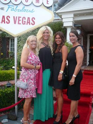 Yvonne Sjostrand, Malin Backlund och Asa Lantz hemma hos Maria Montazami.