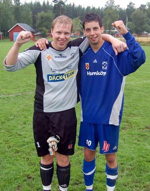 Christian Albinsson och Robert Hedman efter en Dala-Järna-seger 2008. Duon är fortfarande en viktig del i DJIK i jakten på division 3.