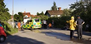 Tre flickor på moped skadades lindrigt vid kollisionen med en personbil på Norra Kilaforsvägen.