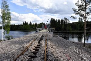 Om två veckor släpps trafiken på över den provisoriska Oxbergsbron.