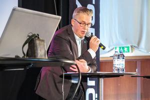 """""""Vi förlorar medborgarinflytande. Det är ett ofärdigt förslag"""", sa Sverigedemokraternas regionpolitiske företrädare Peter Johansson om förslaget om en stor region i norra Sverige."""