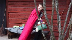 Klara Nilsson fullbordar stölden.
