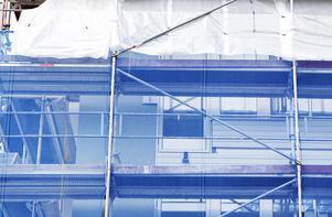 Enligt Arbetsmiljöverket är fallolyckor en av de vanligaste olyckorna som sker på arbetsplatser. Foto: Karin Nilsson